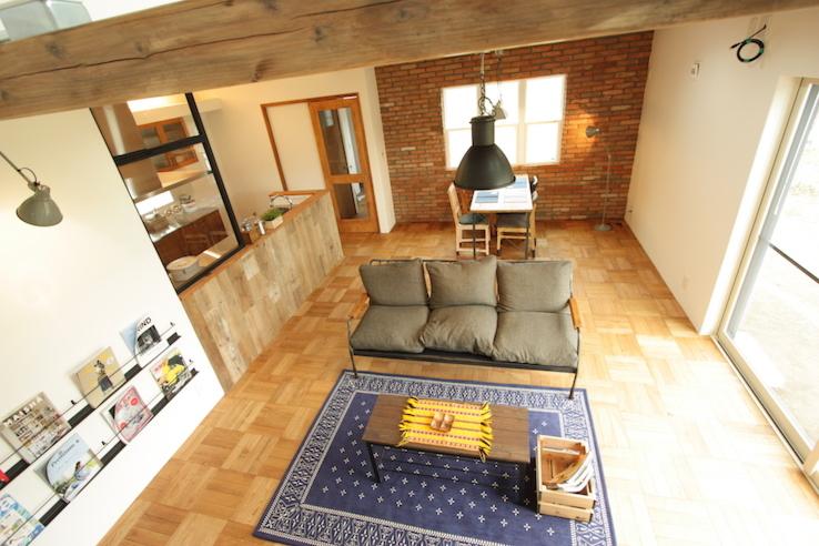 レンガの壁とパーケットフロアがよく似合う男前なブルックリンハウス