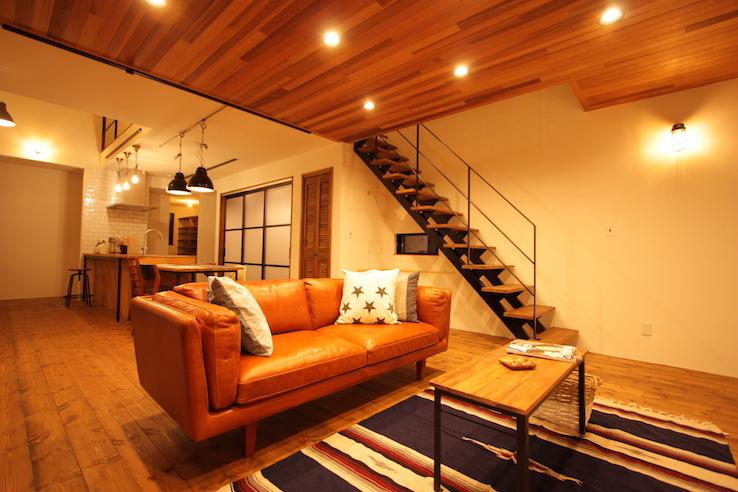 お気に入りのソファが映える室内