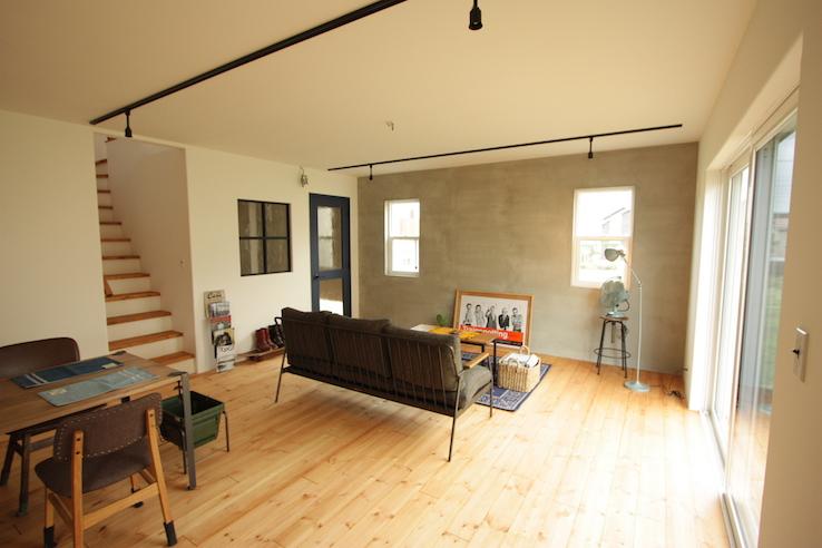 シンプルなカラーと素材のお家