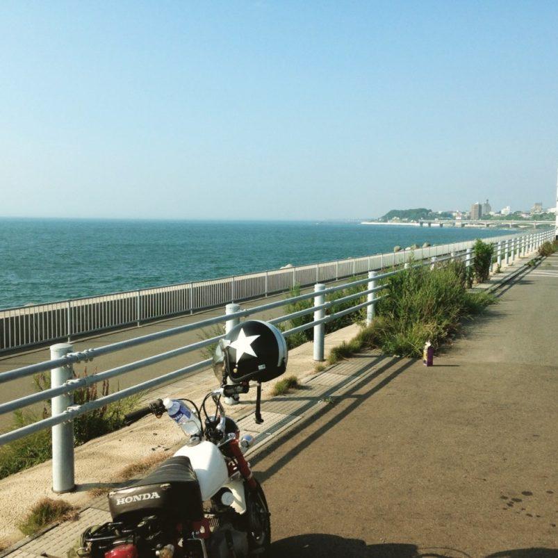 海辺とバイク