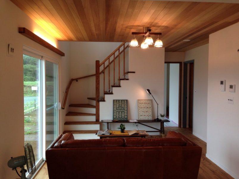 階段と間接照明