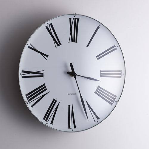 壁にかかってる時計