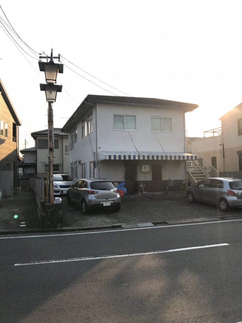 建物と外灯
