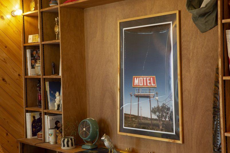 ポスターのある壁