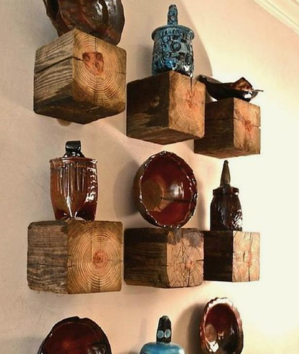木の柱の余りの棚