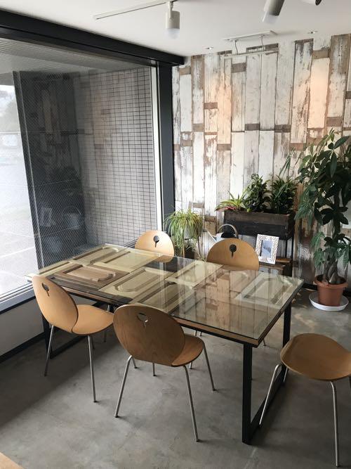 扉を使ったテーブル