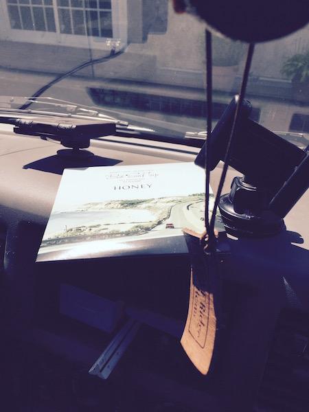 車の中のCDの写真