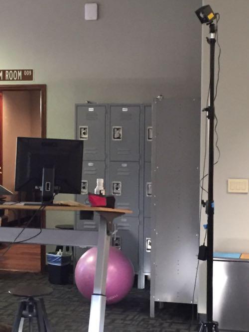 アメリカの学校の更衣室にあるような鉄のロッカー