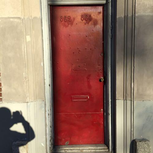 思い切ったドアの色