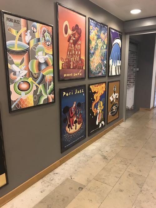 壁一面のポスター