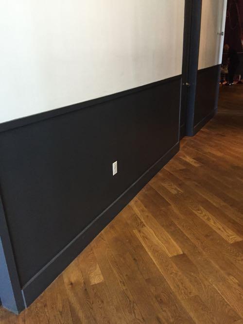 ツートン色の壁