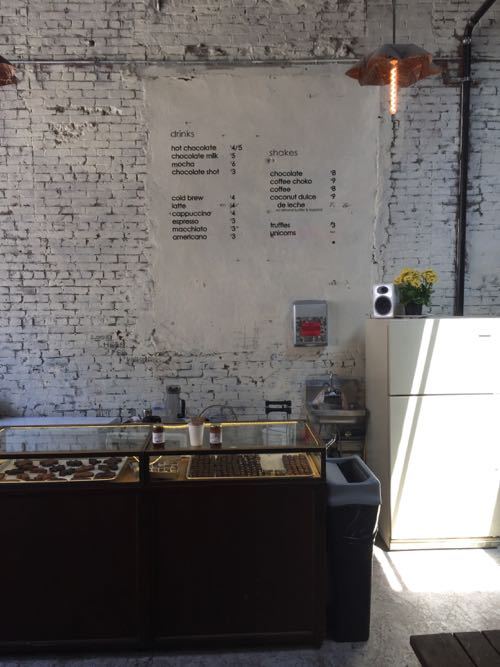 チョコレート工場の壁