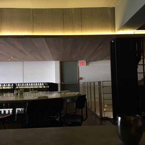 おしゃれな板張り天井の間接照明