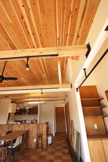 木目とアイアンの組み合わせがカッコいい天井