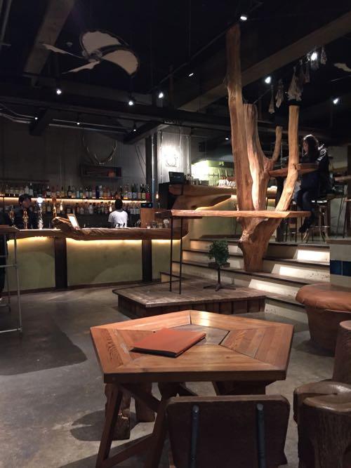 雑居ビルを改装したカフェ