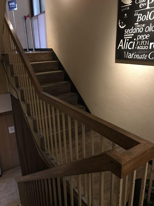 雑居ビルにあった階段の手すり