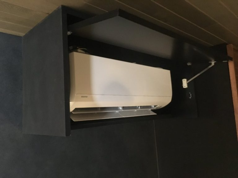 エアコンをボックスで隠す