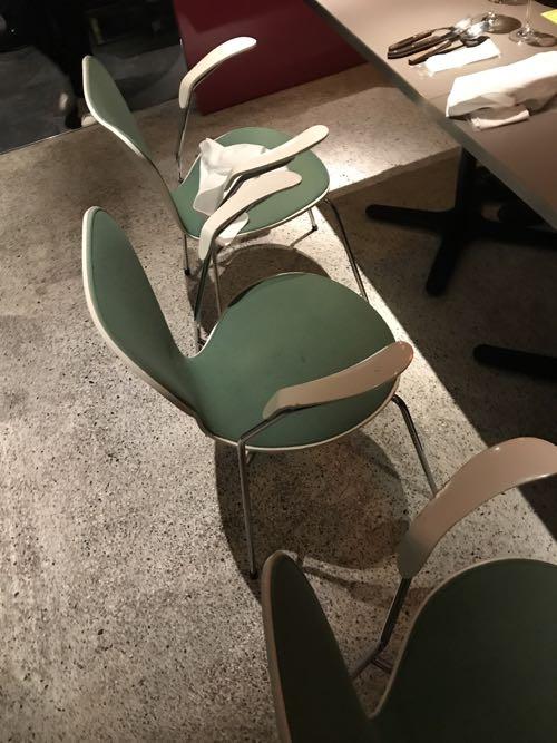 個性的な緑色の椅子