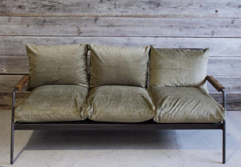 フレームがアイアンのソファ