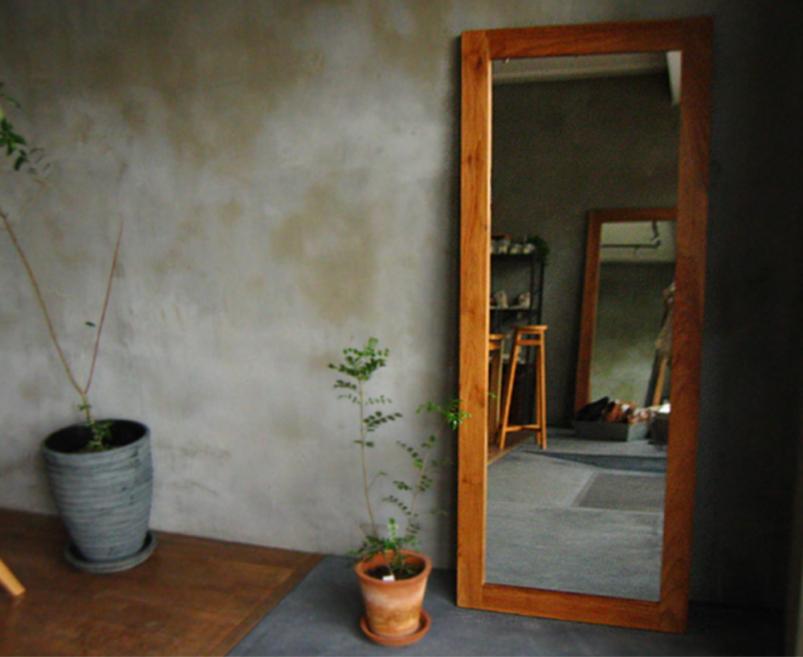 玄関先の大きな鏡