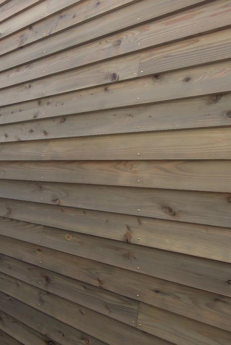 木の壁(鎧張り)