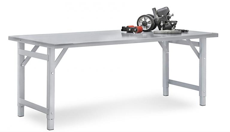 スチールのテーブル