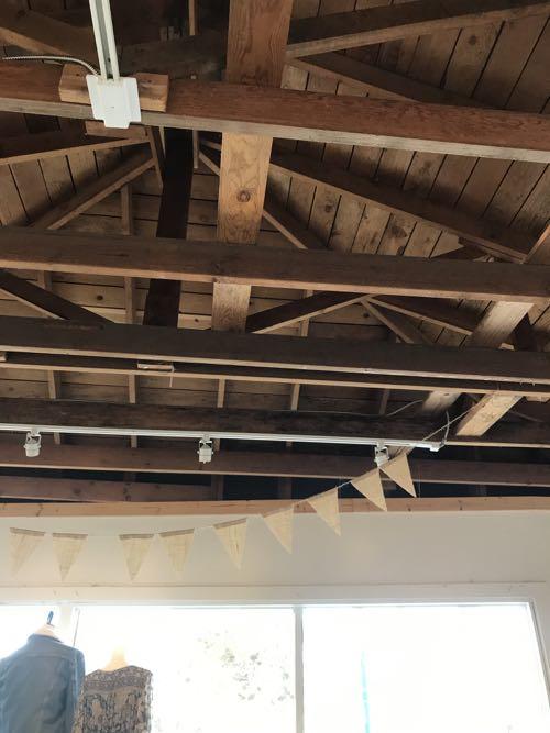 露出の天井